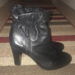 Anne Taylor Loft Black Ankle Ruffle Booty Sz6.5😘